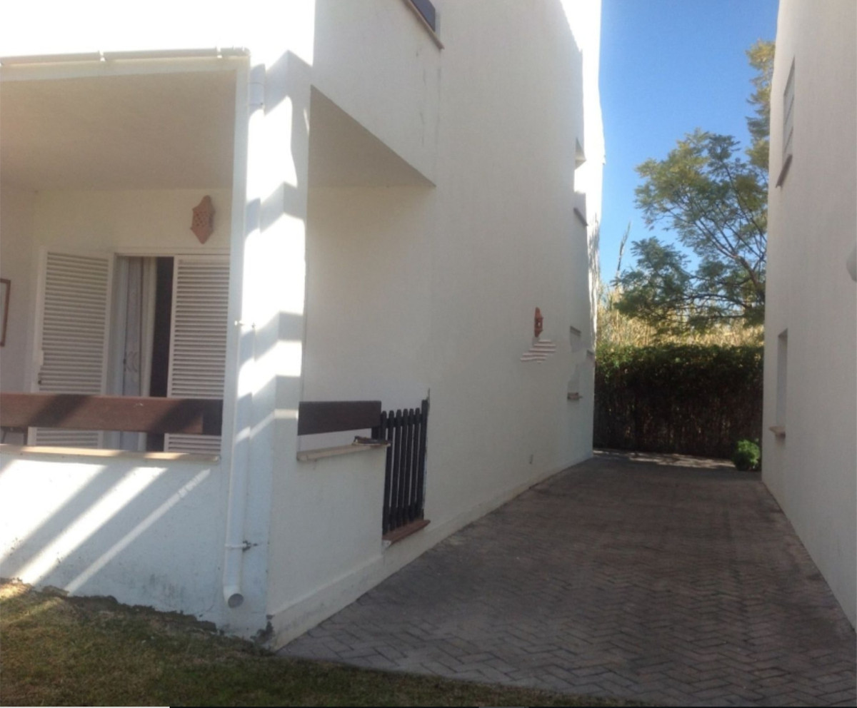 R3510670 | Townhouse in Estepona – € 170,000 – 2 beds, 2 baths