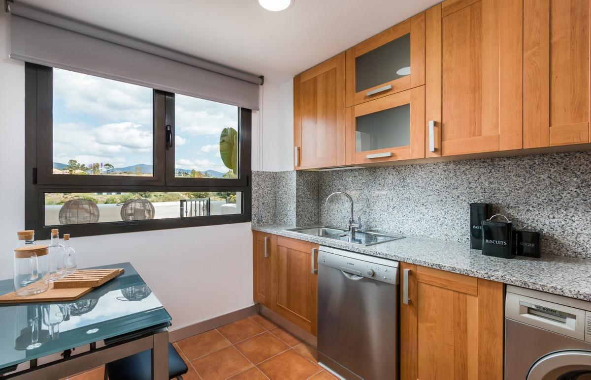 Apartment in Estepona R3304864 12