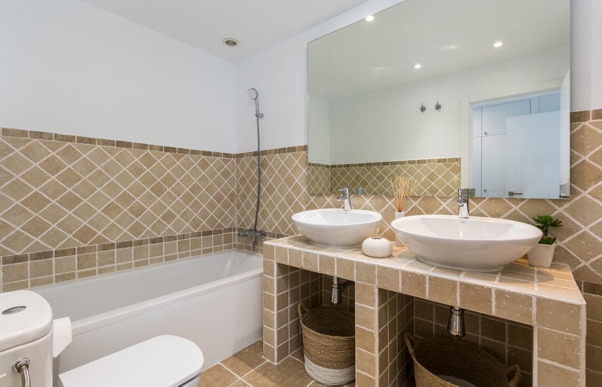 Apartment in Estepona R3304864 23
