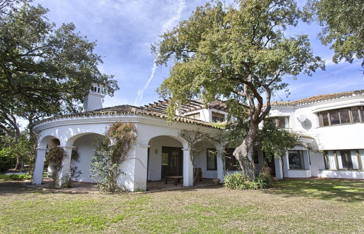 Villa con 6 Dormitorios en Venta San Roque