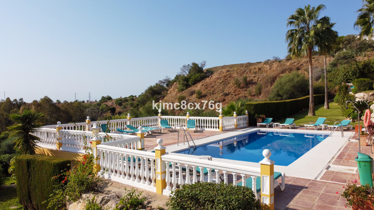 Beautiful house completely renovated in 2021, located in a privileged enclave in Riviera del Sol (Mi,Spain