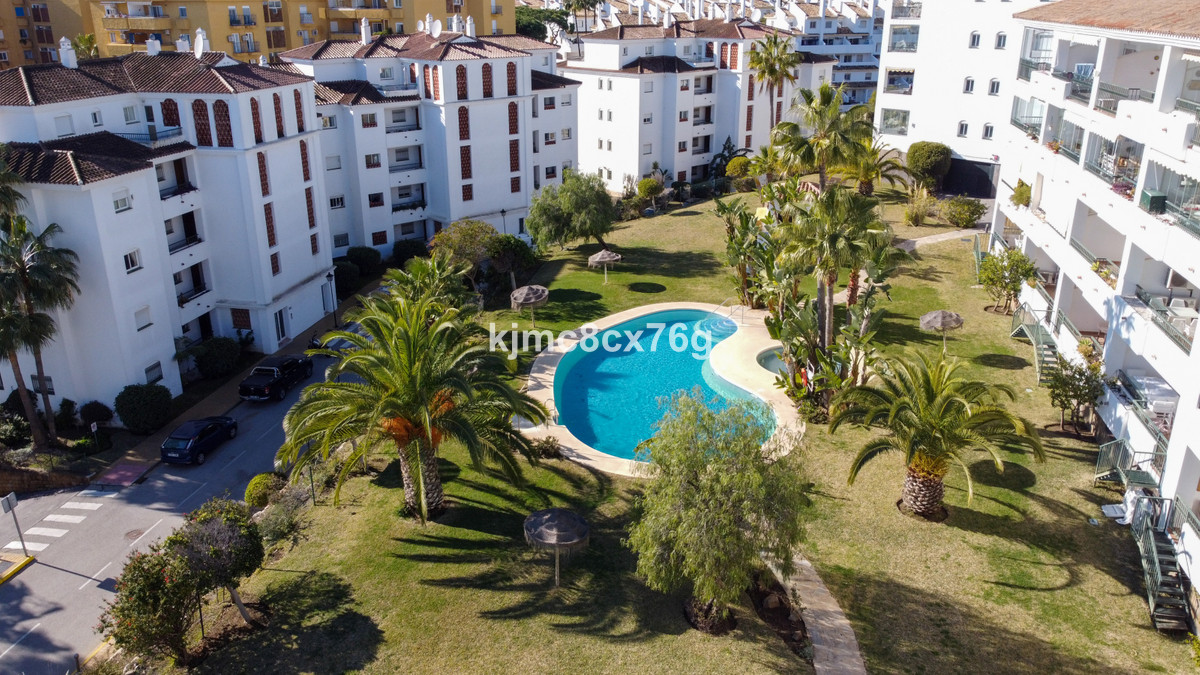 FOR SALE; BRIGHT FLAT WITH VIEWS IN THE LOWER PART OF CALAHONDA. MIJAS COSTA.  Ready to move in! Ren Spain