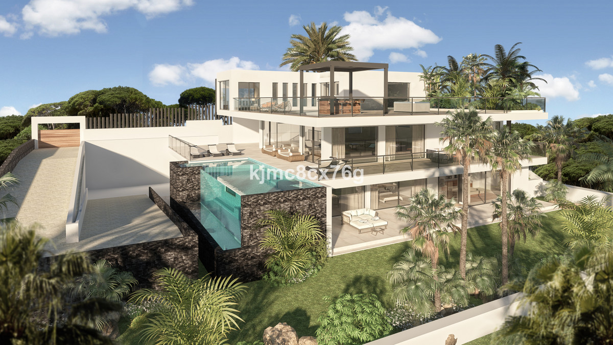 This exceptional south orientated contemporary villa is situated on the first line golf of Cabopino ,Spain