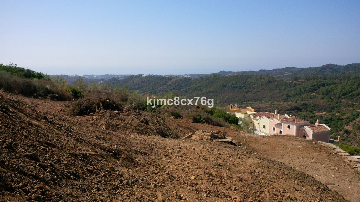 For sale plot in the exclusive Monte Mayor Country Club urbanization in Benahavis.  With an area of ,Spain