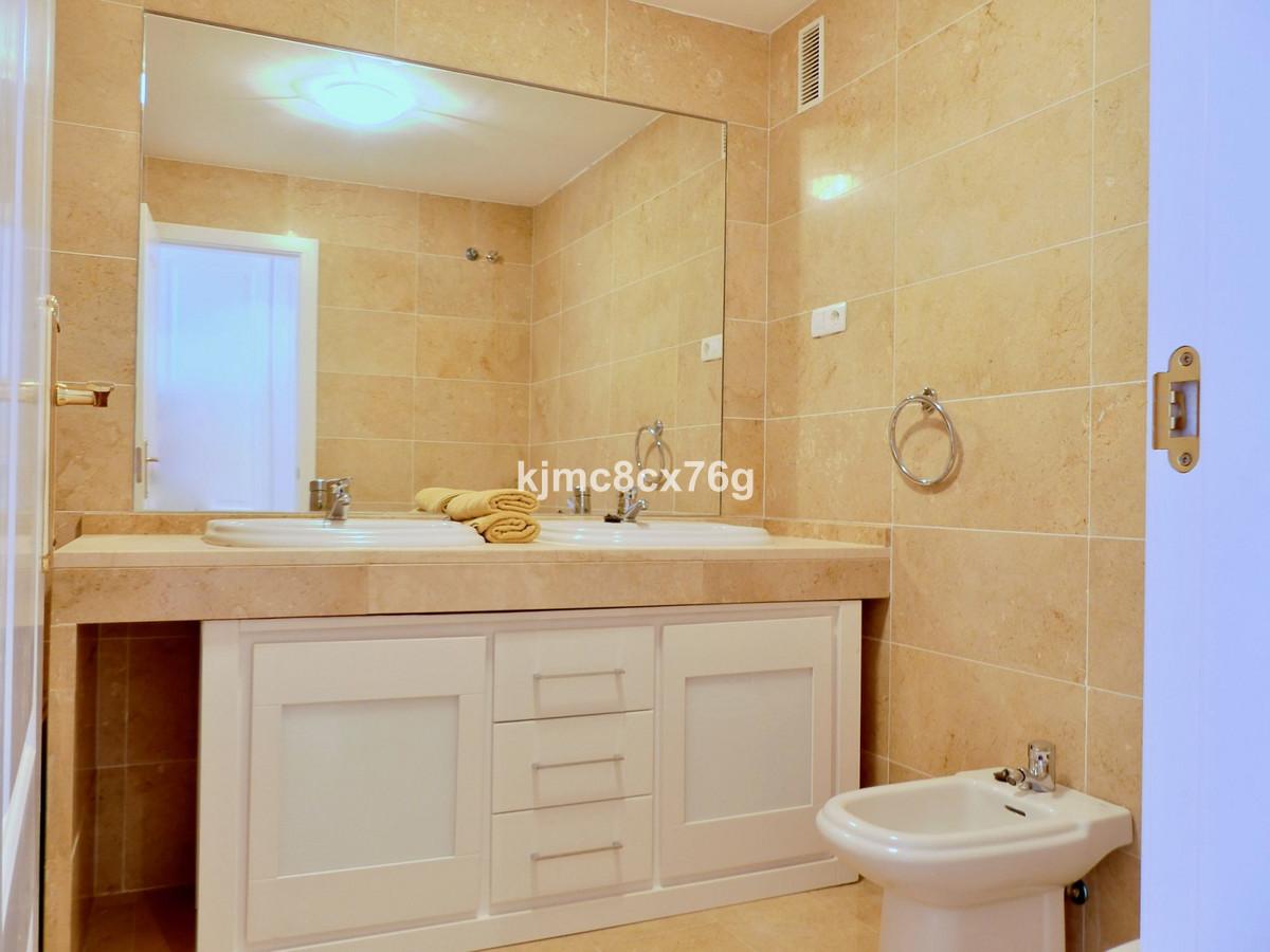 Apartamento Planta Media en Venta en Calahonda – R3663440