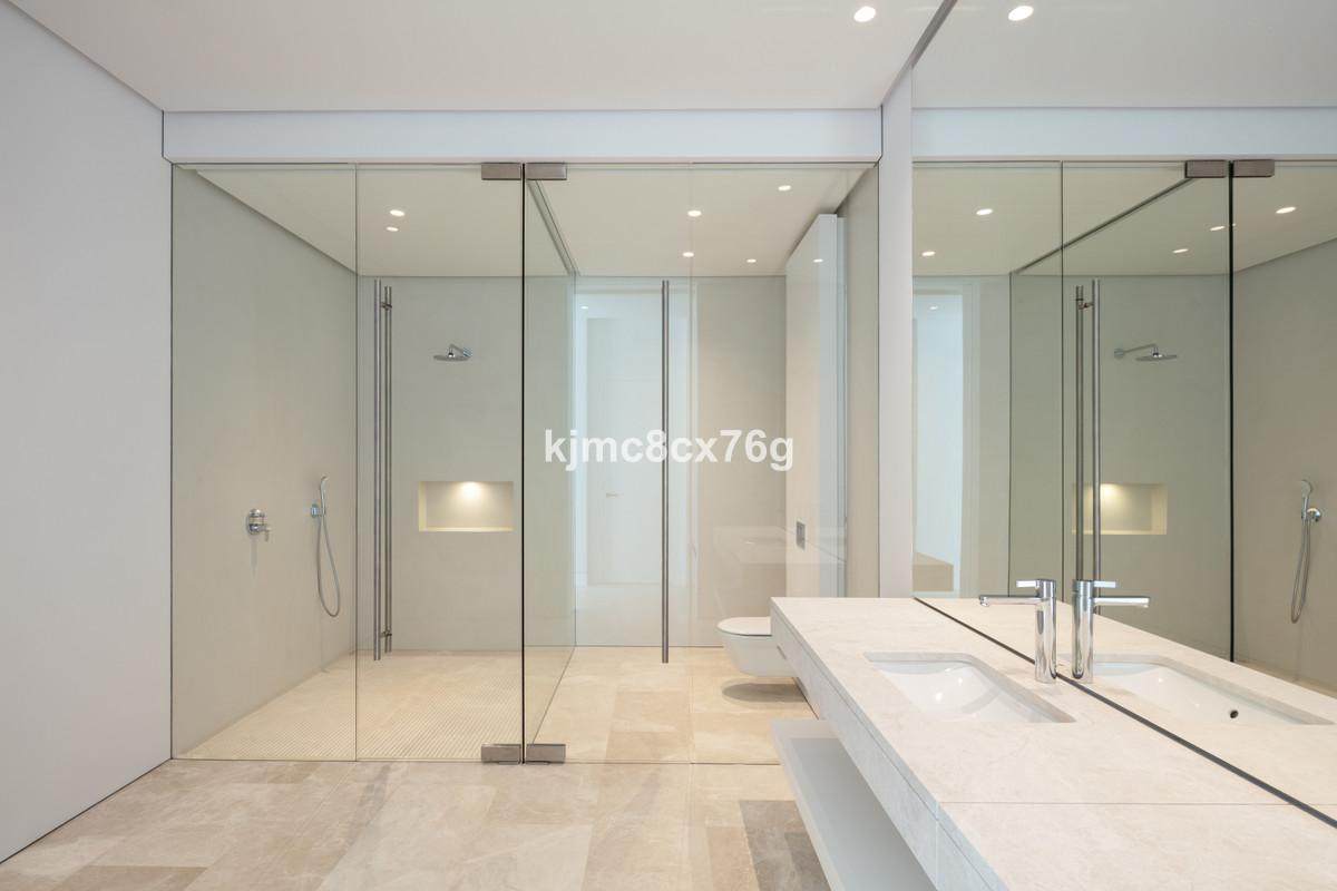 Villa en Venta en Marbella – R3764134
