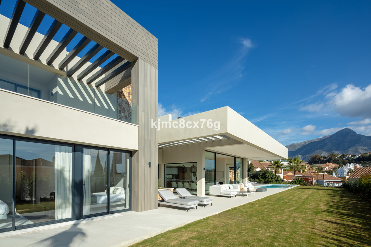 For sale; Outstanding contemporary villa with luxurious finishes and features in la Quinta Nueva And, Spain
