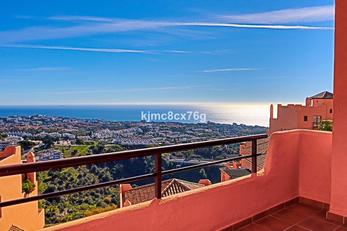 FOR SALE; APARTAMENT WITH PANORAMIC SEA  VIEWS IN CALAHONDA. MIJAS-COSTA.  Located in the upper part,Spain