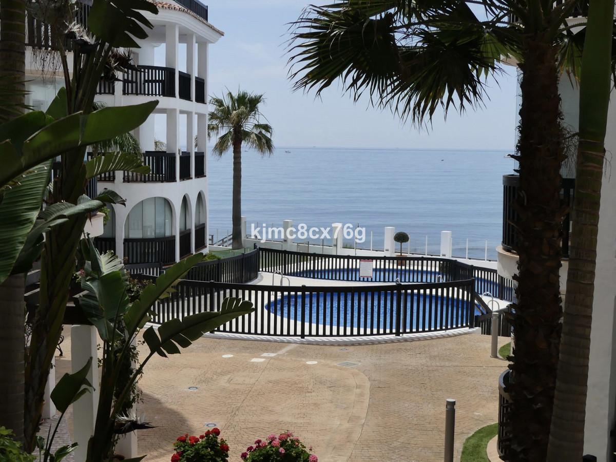Apartamento Planta Media en Venta en Calahonda – R3649427