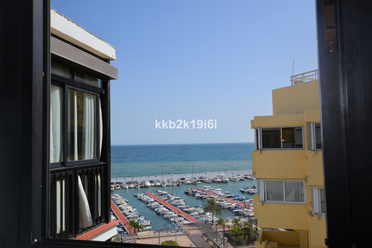 Lovely 40 sqm beachfront apartment on the Marbella Promenade, in the city centre. It has 1 bedroom, ,Spain