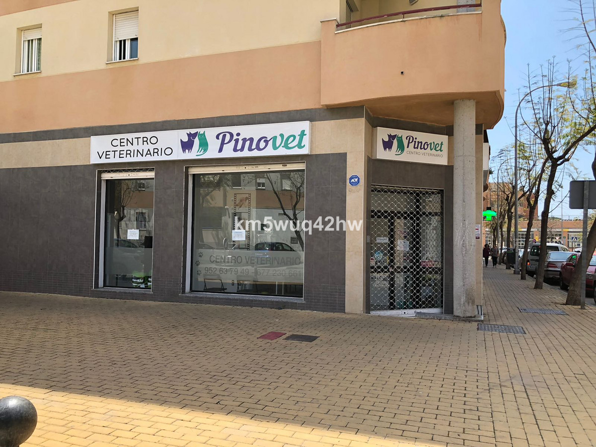 local of 110 m2 with a facade of about 12 m2 ideal as an investment in the new area of ??Torremolino, Spain