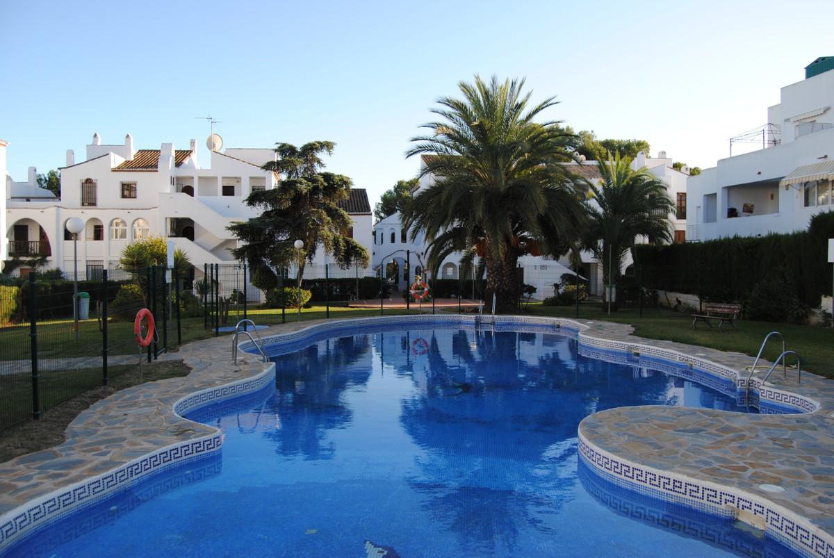 Lägenhet på övre våningsplan Till salu i El Paraiso R3484618