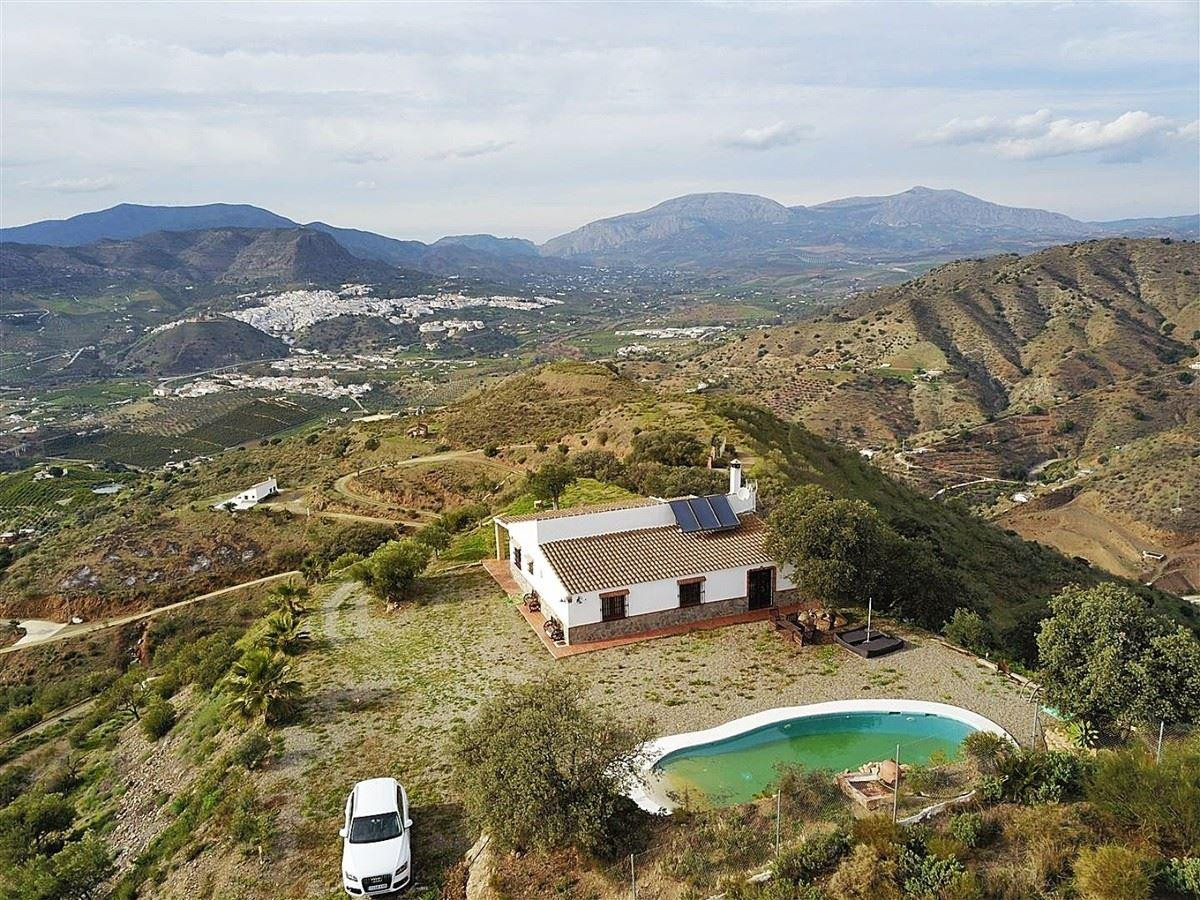 The best 360º panoramic views you'll find!   Located on the top of a hill on the outskirts of A,Spain