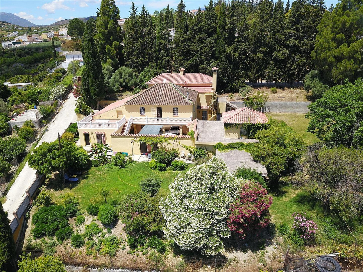 Large country house offering lots of potential, ideal for a large family or a B&B!  Great countr, Spain