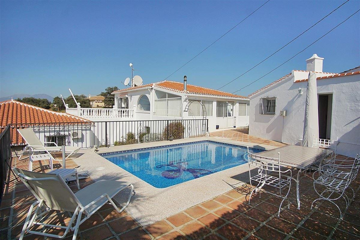 A magnificent opportunity to buy 3 independent houses, with a total of 7 bedrooms and 3 bathrooms, i,Spain