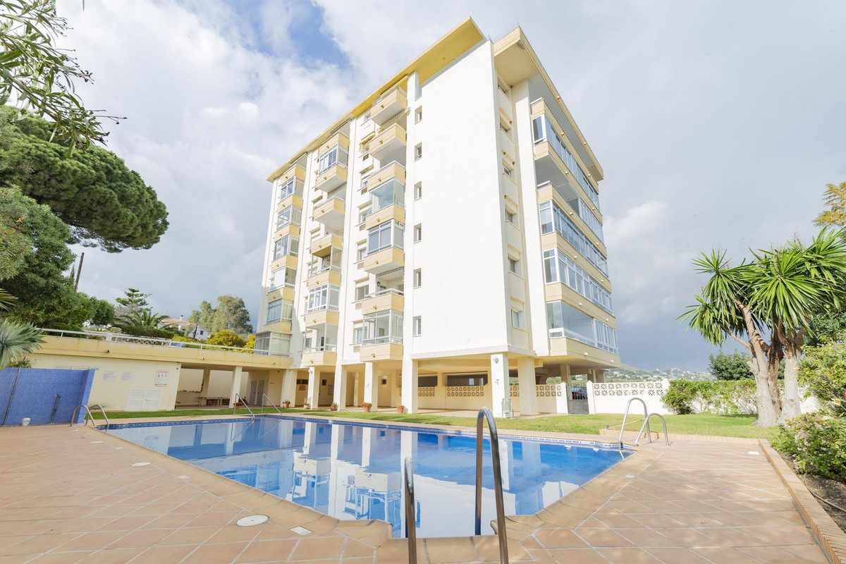 Beautiful 1 bedroom apartment offering stunning mountain and sea views!   Completely refurnished Sca,Spain