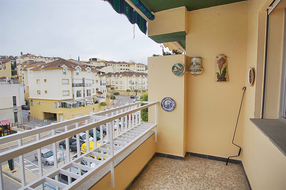 Middle Floor Apartment for sale in Coín