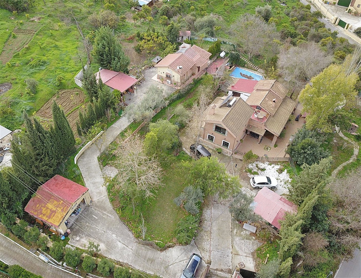 OPPORTUNNITY! GREAT PRICE BELOW MARKET VALUE FOR QUICK SALE!   In total there are 3 dwellings: A 1 b,Spain