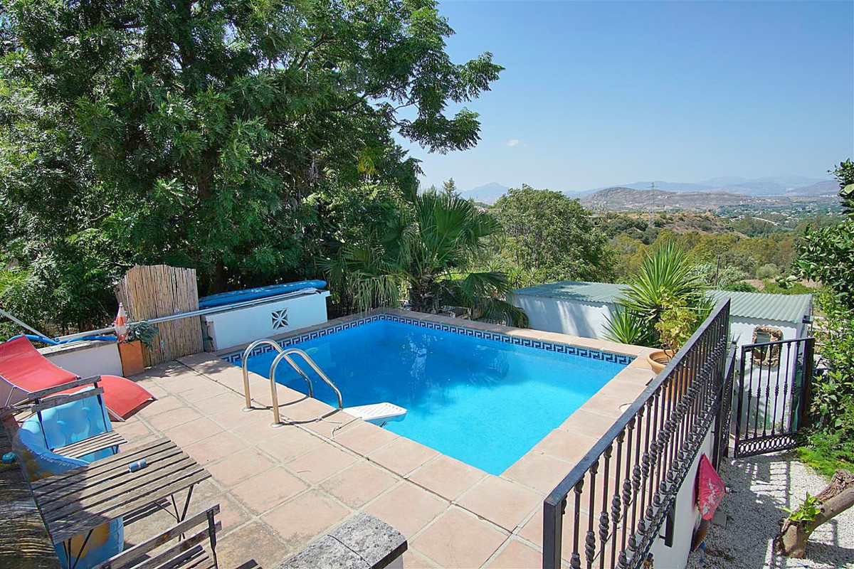 Charming country house, situated in a quiet area between Alhaurin el Grande and Alhaurin Golf offeri,Spain