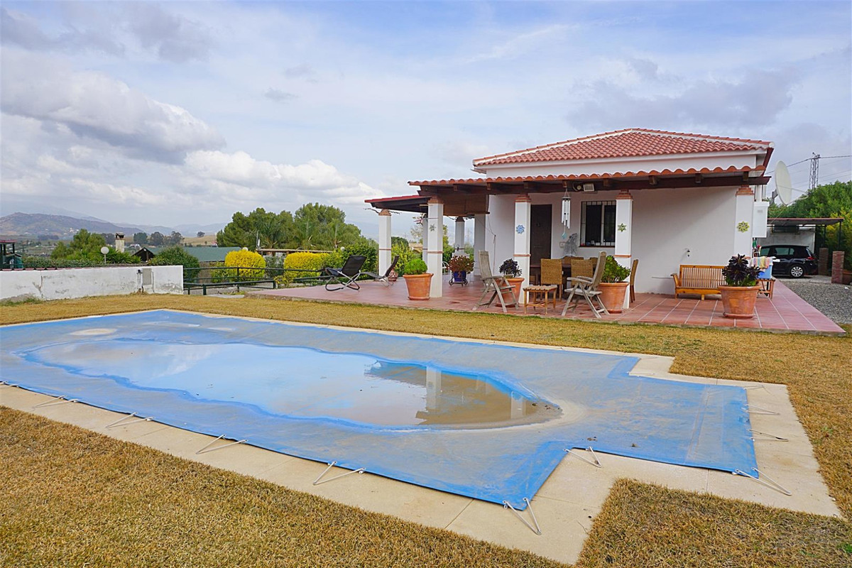 Immaculate and very well-presented property located on the north side of Alhaurin el Grande very clo, Spain