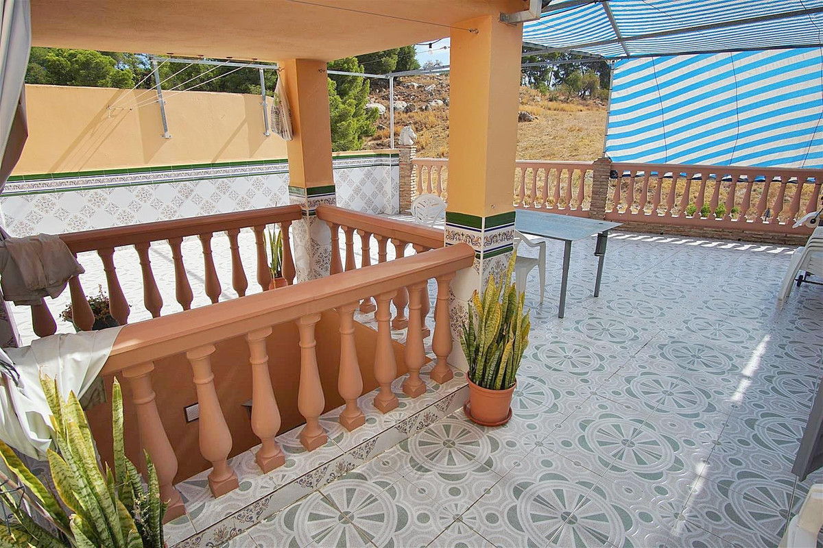 Large semi detached townhouse with a private garage of 120m2 and private terrace.   A corner townhou, Spain