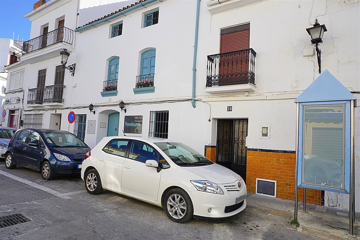 Cosy townhouse located in the heart of Alhaurin el Grande within walking distance to amenities and r, Spain