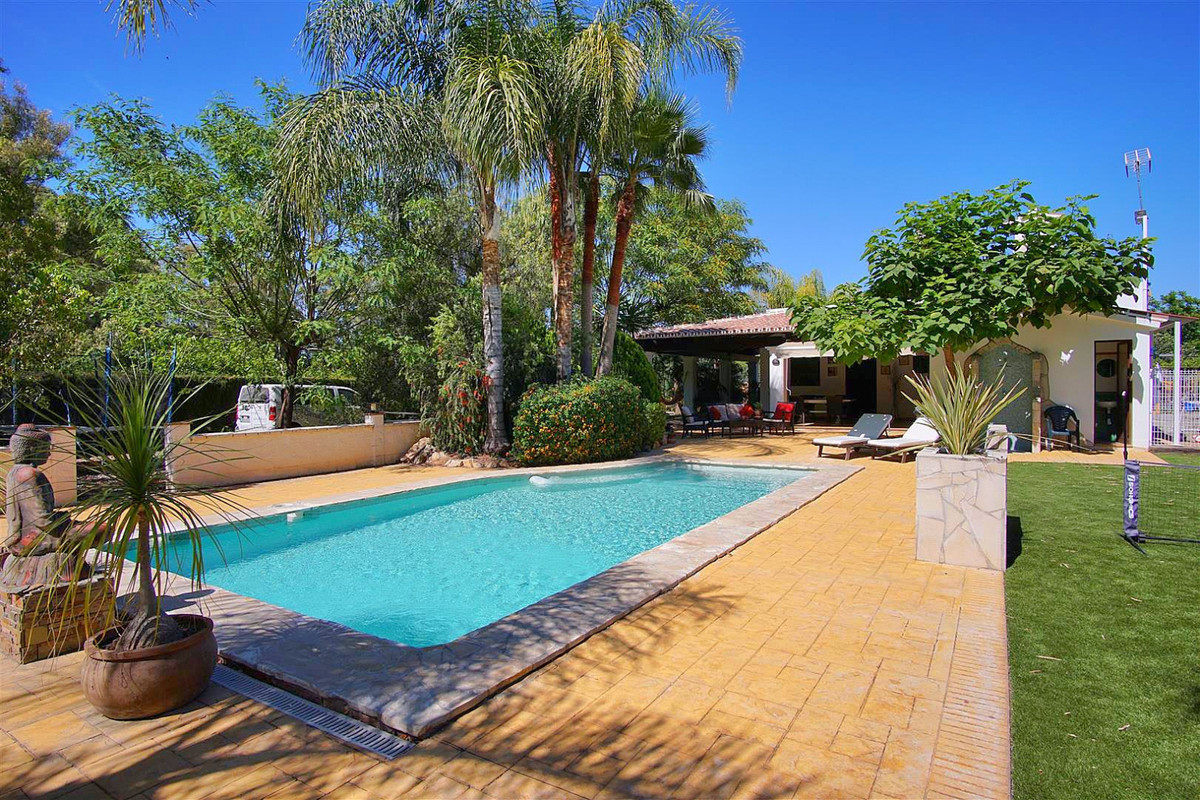 This property is located in a very quiet area of Coin but also very close to the town with good road,Spain