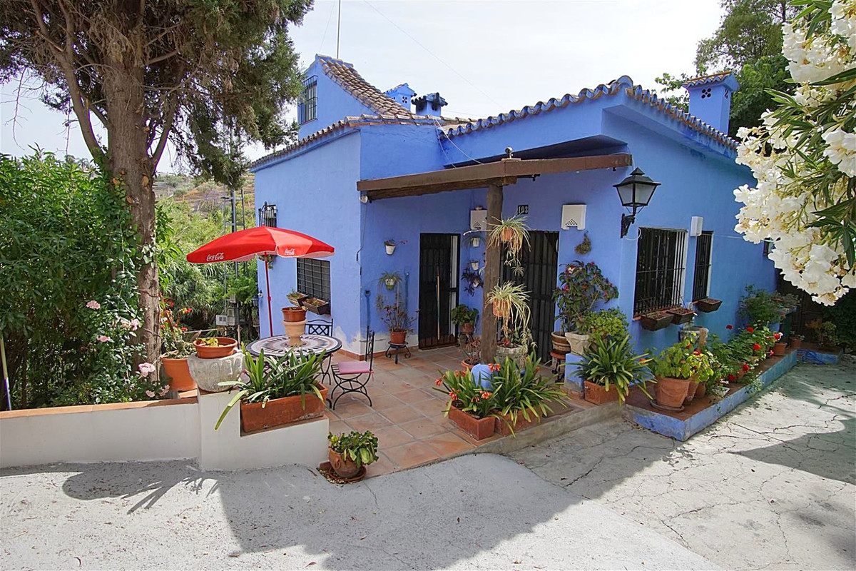 This charming rustic country house is located very close to Alhaurin el Grande and walking distance ,Spain