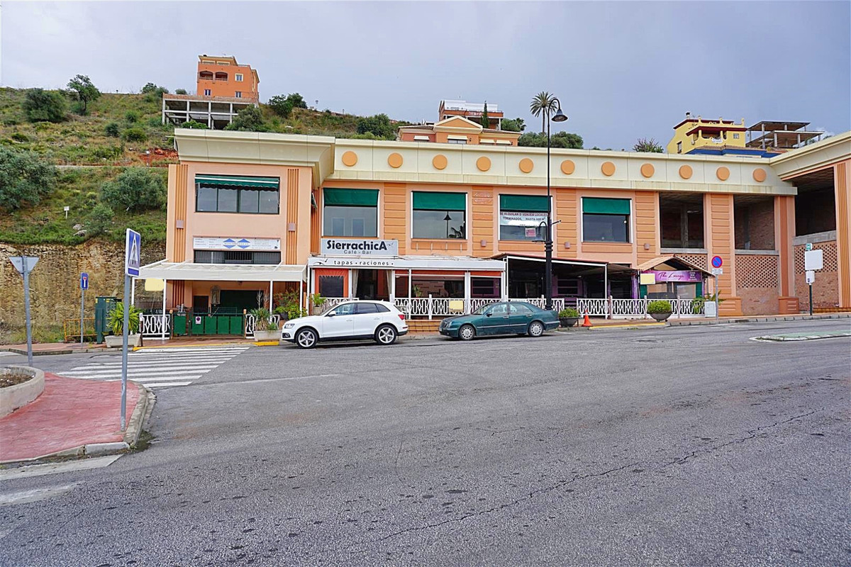 FREEHOLD – spacious business premises in Coin located in an unbeatable location opposite the shoppin,Spain