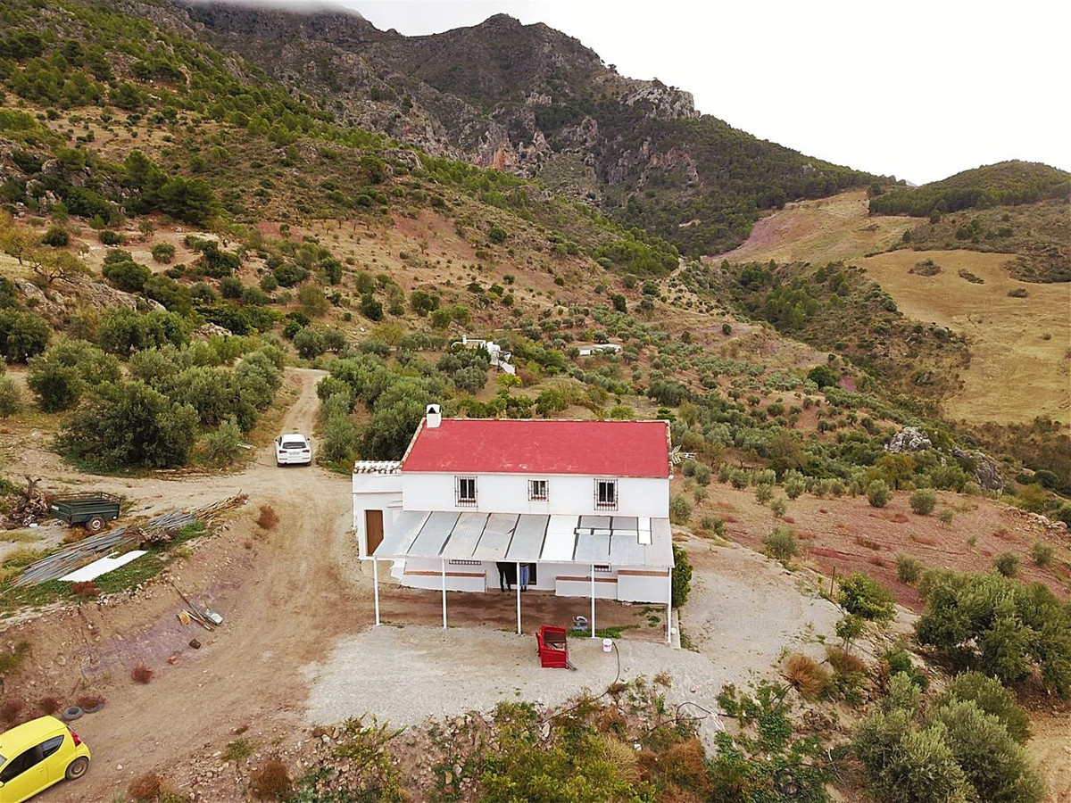 This farm was originally built in 1910. Located in a very rural area 12km north of Casarabonela offe,Spain