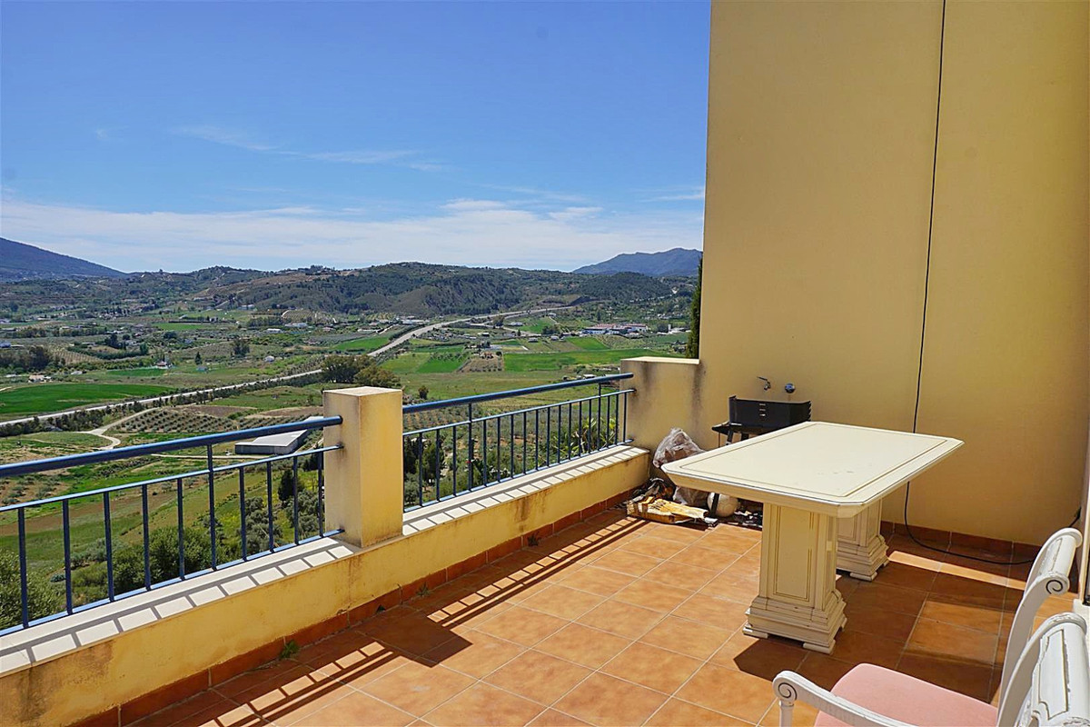 3 bedroom townhouse located on the outskirts of Coin just a few minutes from the shopping centre La , Spain