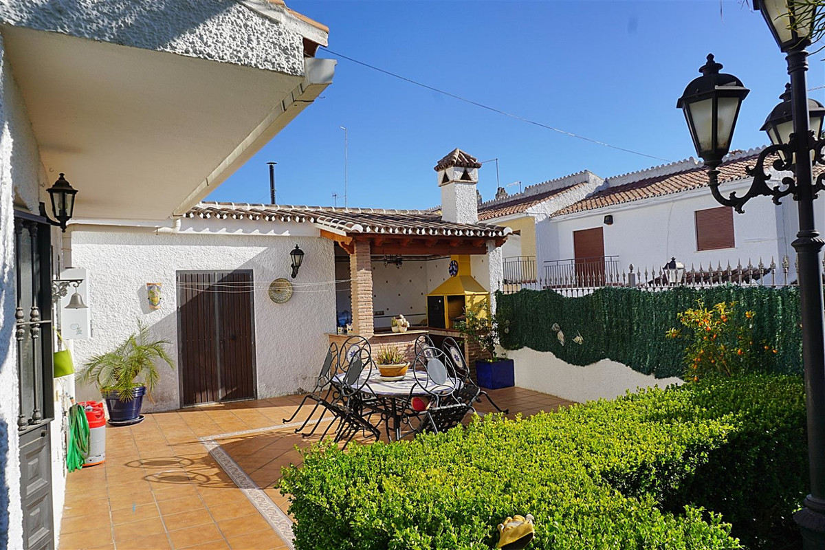 Beautiful corner townhouse with access to a communal pool located within walking distance to shops, ,Spain