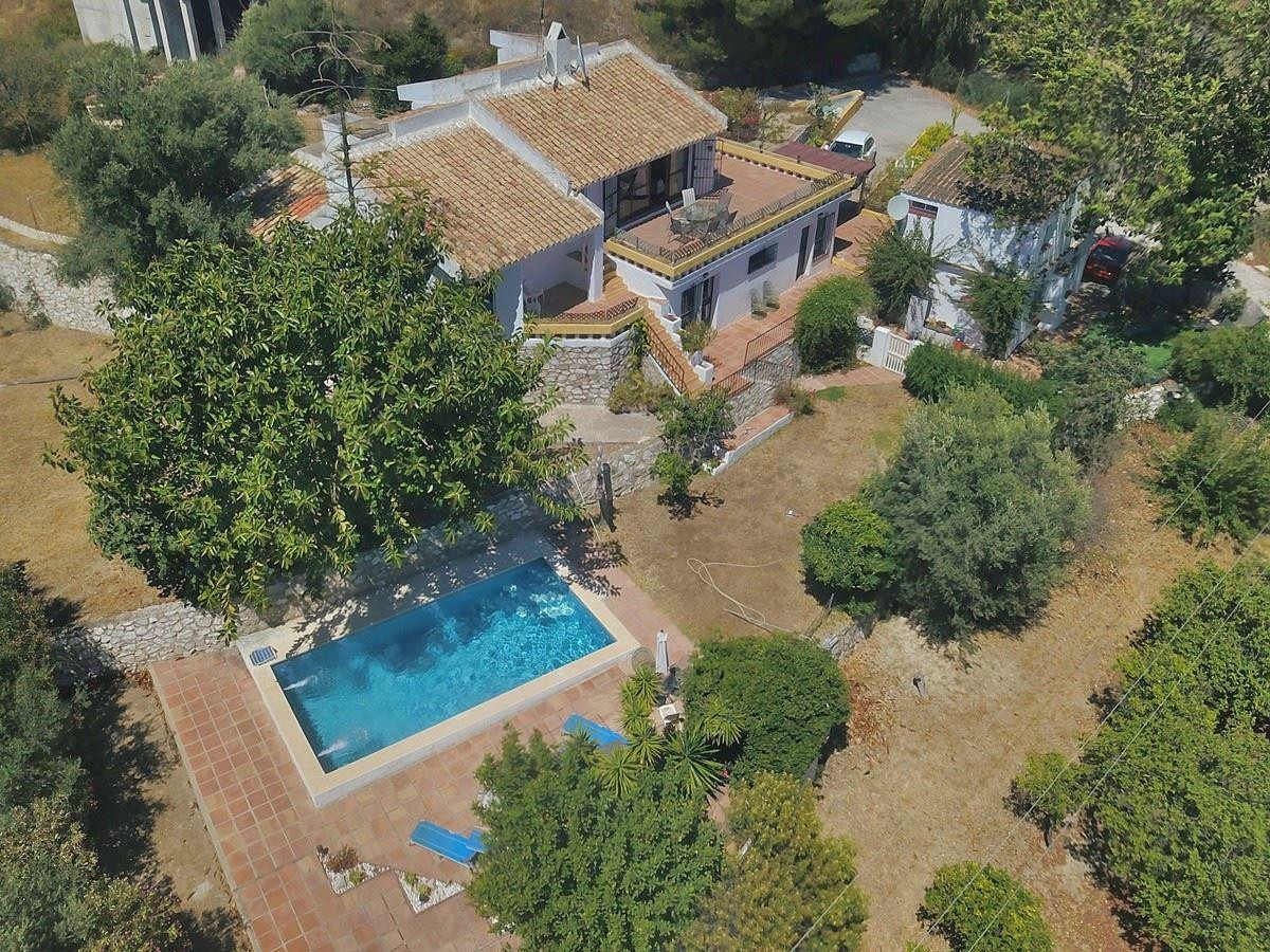 IDEAL for a rural tourism business.   This property is ideally situated between Mijas and Fuengirola,Spain