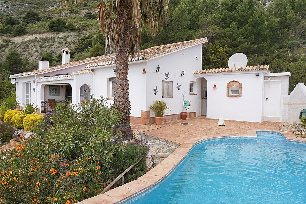 This wonderful 3 bed, 3 bath country home is located in a peaceful area with the most magnificent mo, Spain
