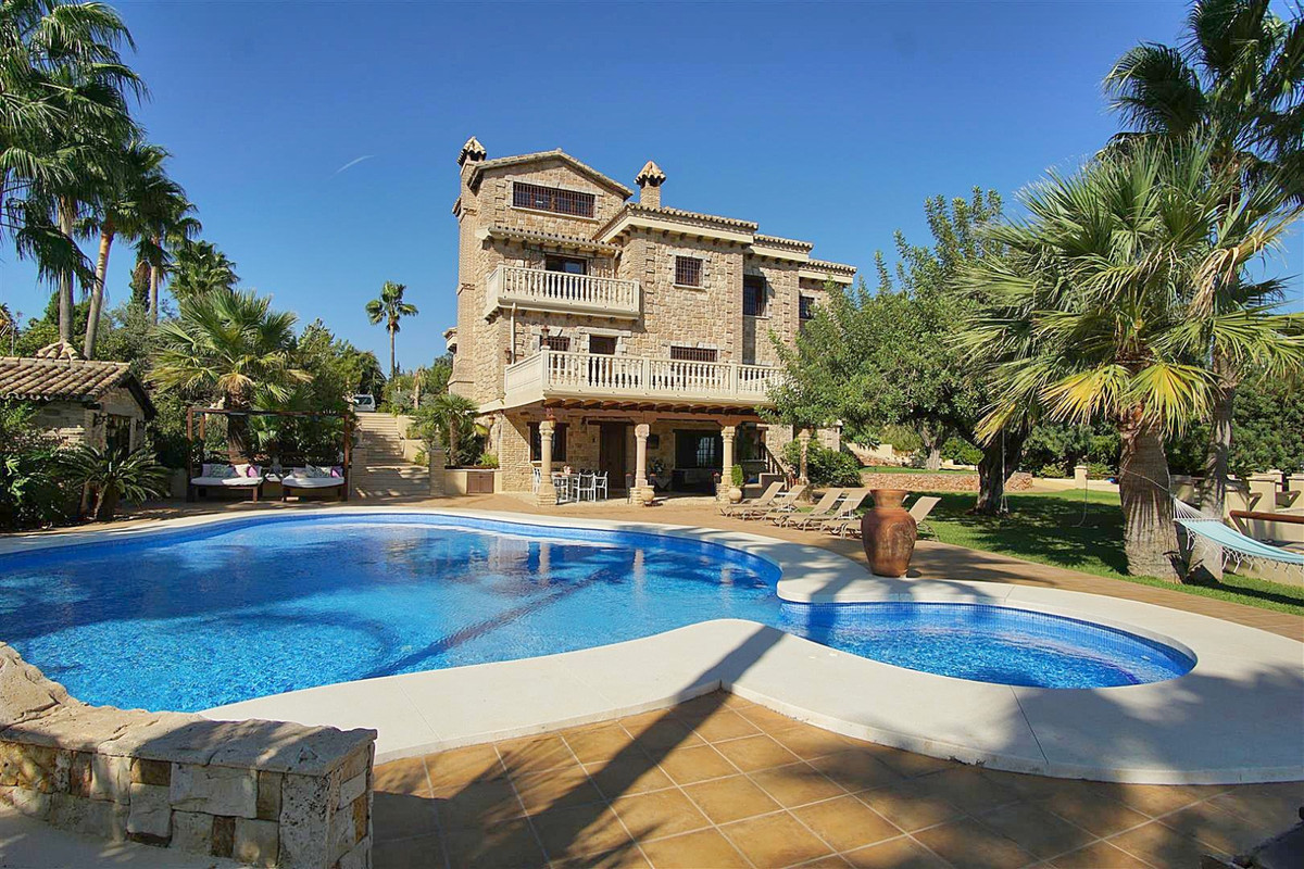 Luxurious and impressive property that combines both the rustic style with modern finishes and also ,Spain