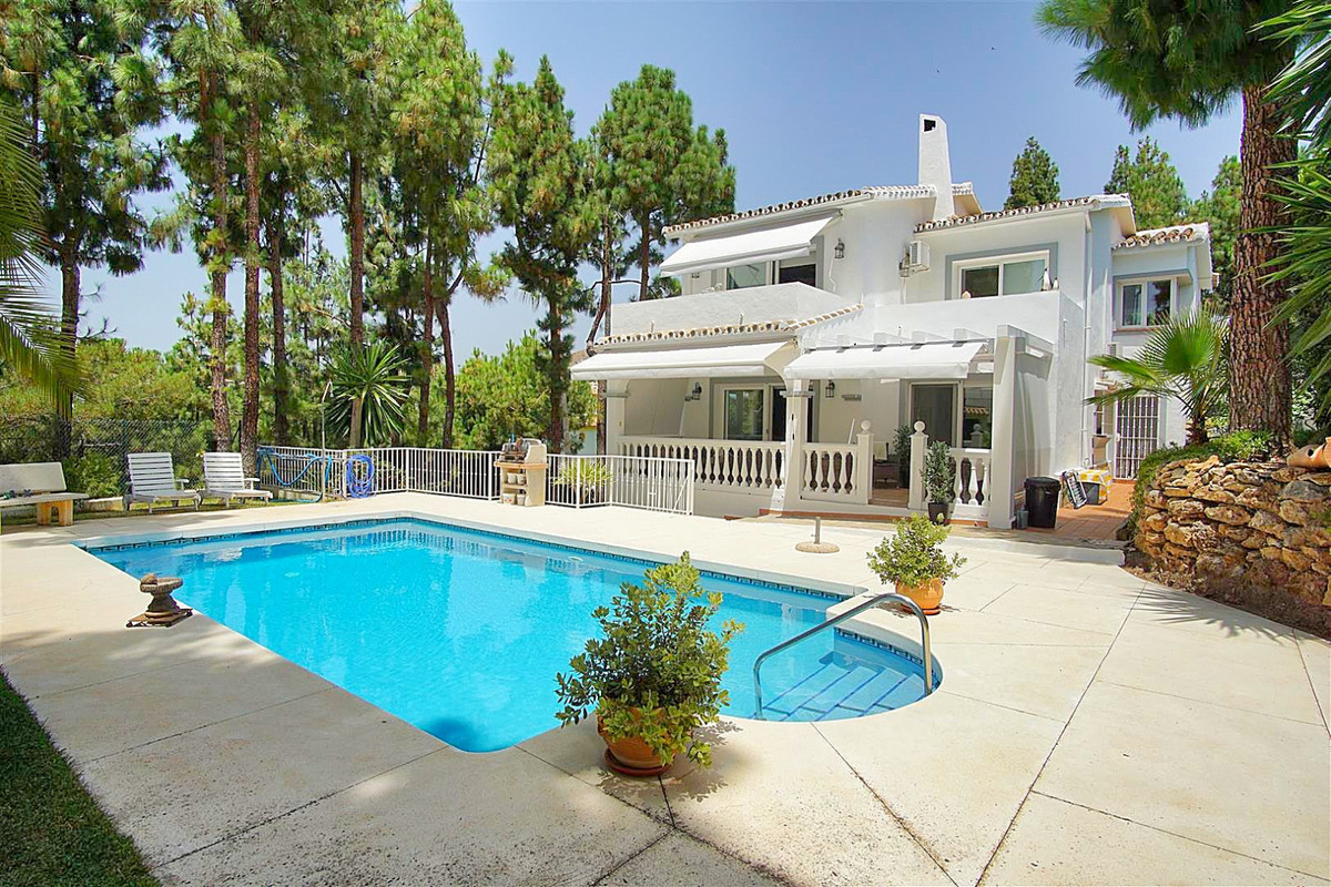 A unique & magnificent, completely refurnished detached villa, nestled in a quiet cul-de-sac. Th Spain