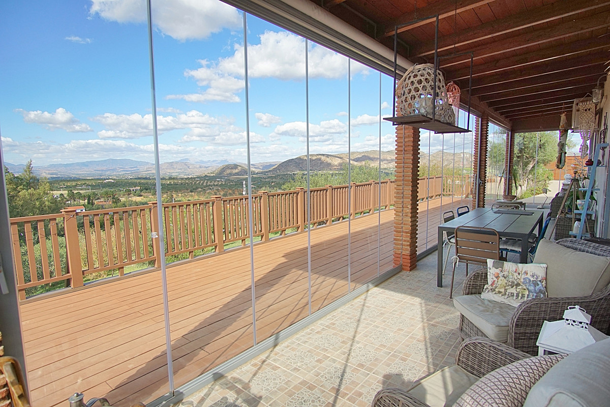 Beautiful one-storey country house with independent apartment located between Alhaurin el Grande and, Spain