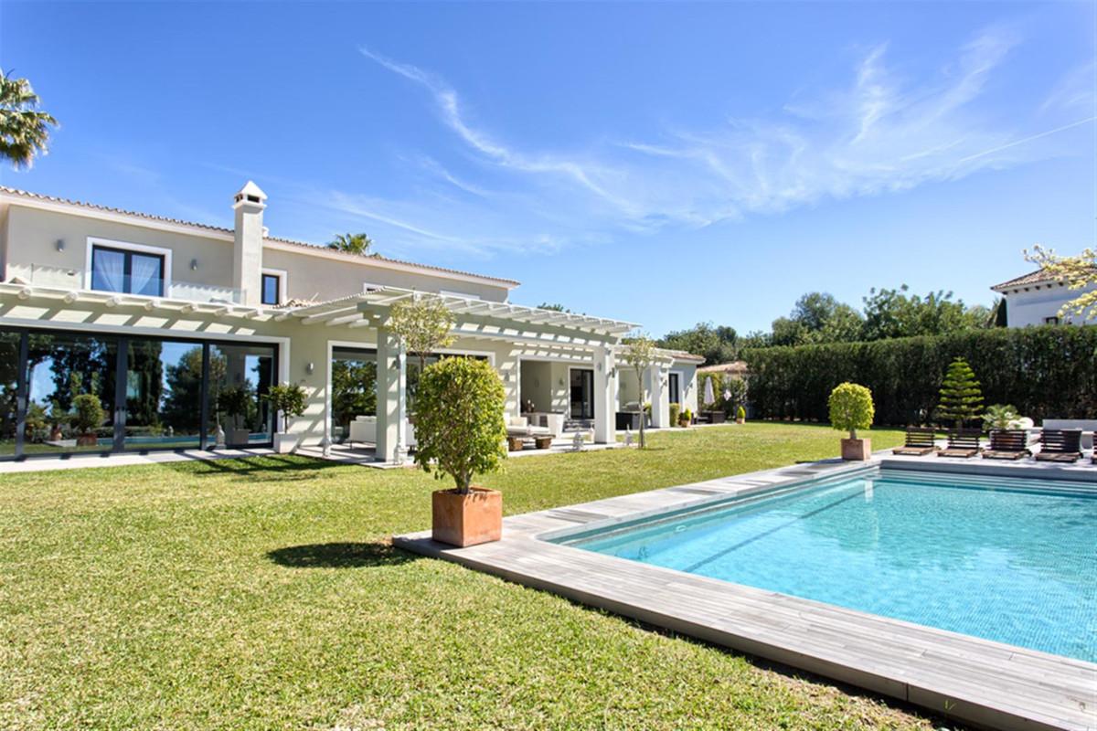 Marbella Banus Villa – Chalet en Venta en The Golden Mile – R3399952