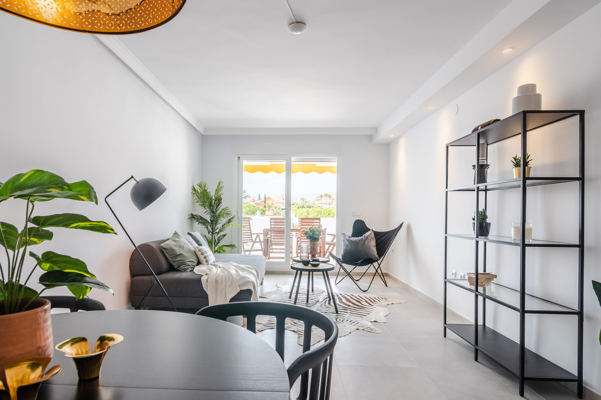 Totally refurbished apartment with walking distance to Centro Plaza, Aloha Gardens and to the beach , Spain