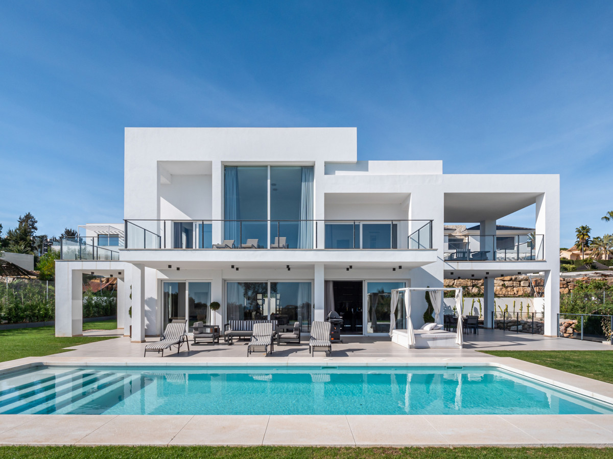 Contemporary villa for sale in La Quinta. This villa was completed 2018 and has 4 en-suite bedrooms., Spain