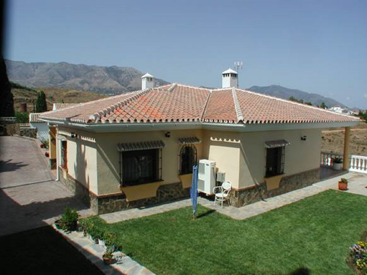 Villa on one floor with 178 m2 built, distributed in kitchen, 3 bedrooms and 2 bathrooms, 1 toilet. , Spain