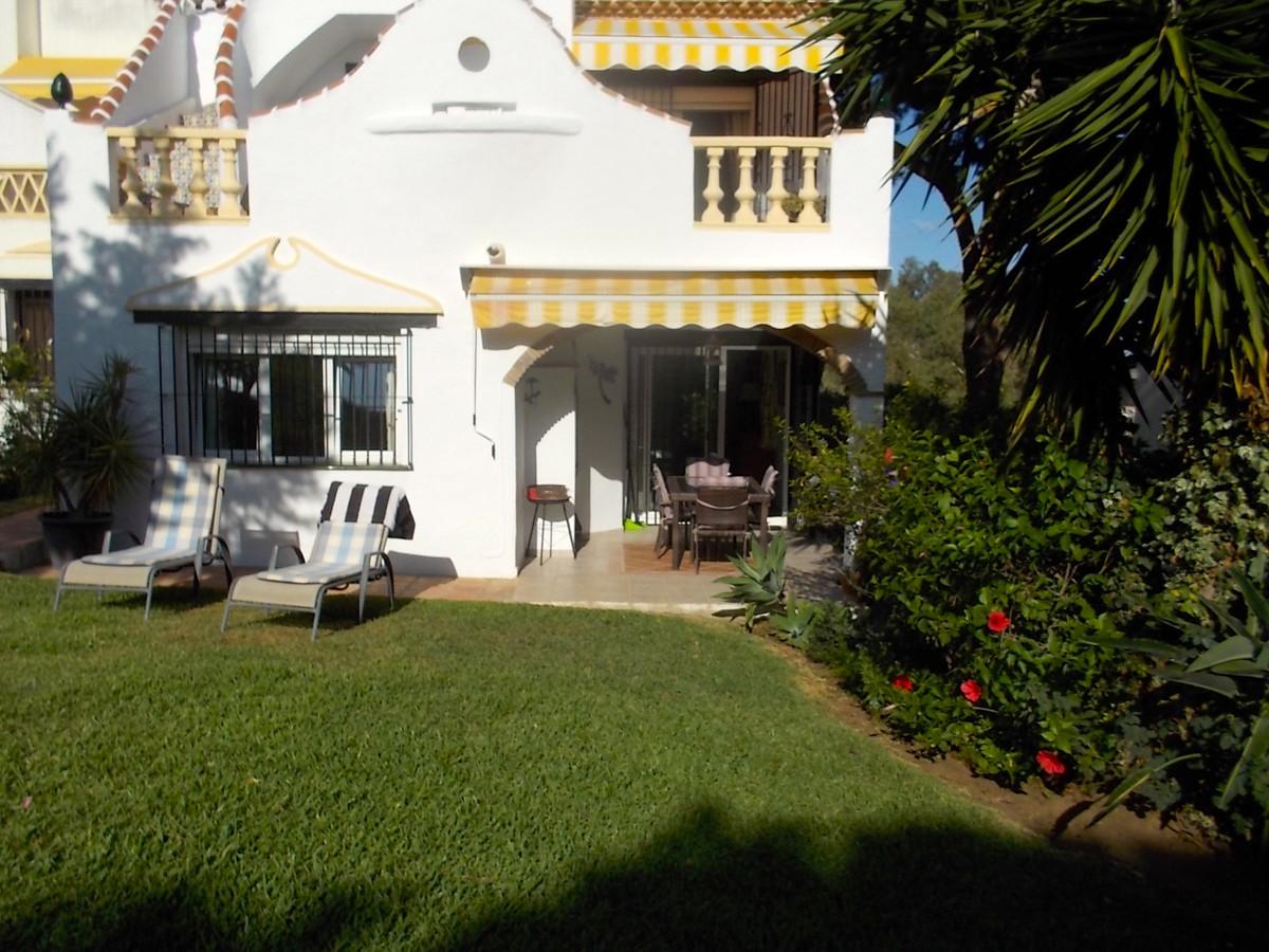 Villa  Pareada en venta   en Calahonda