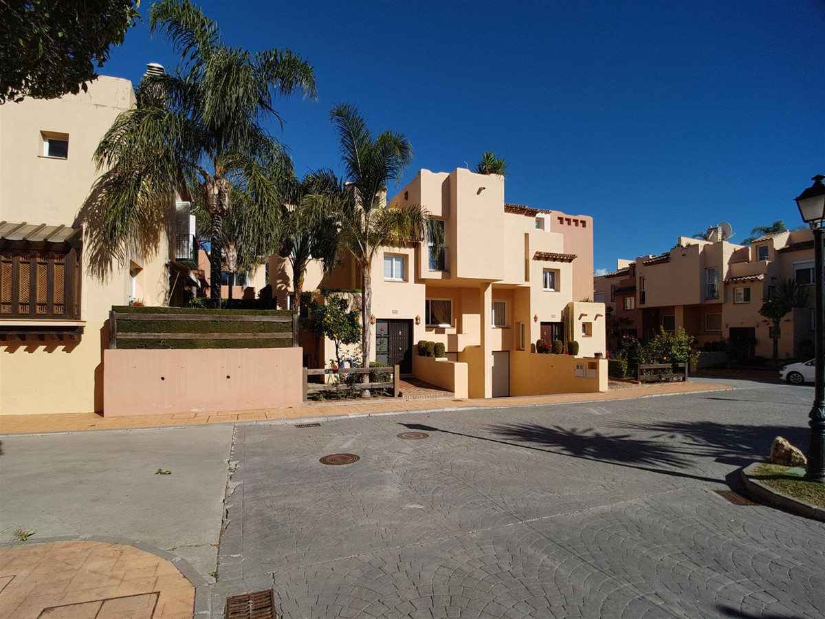4 Bedroom Townhouse For Sale, Nueva Andalucía