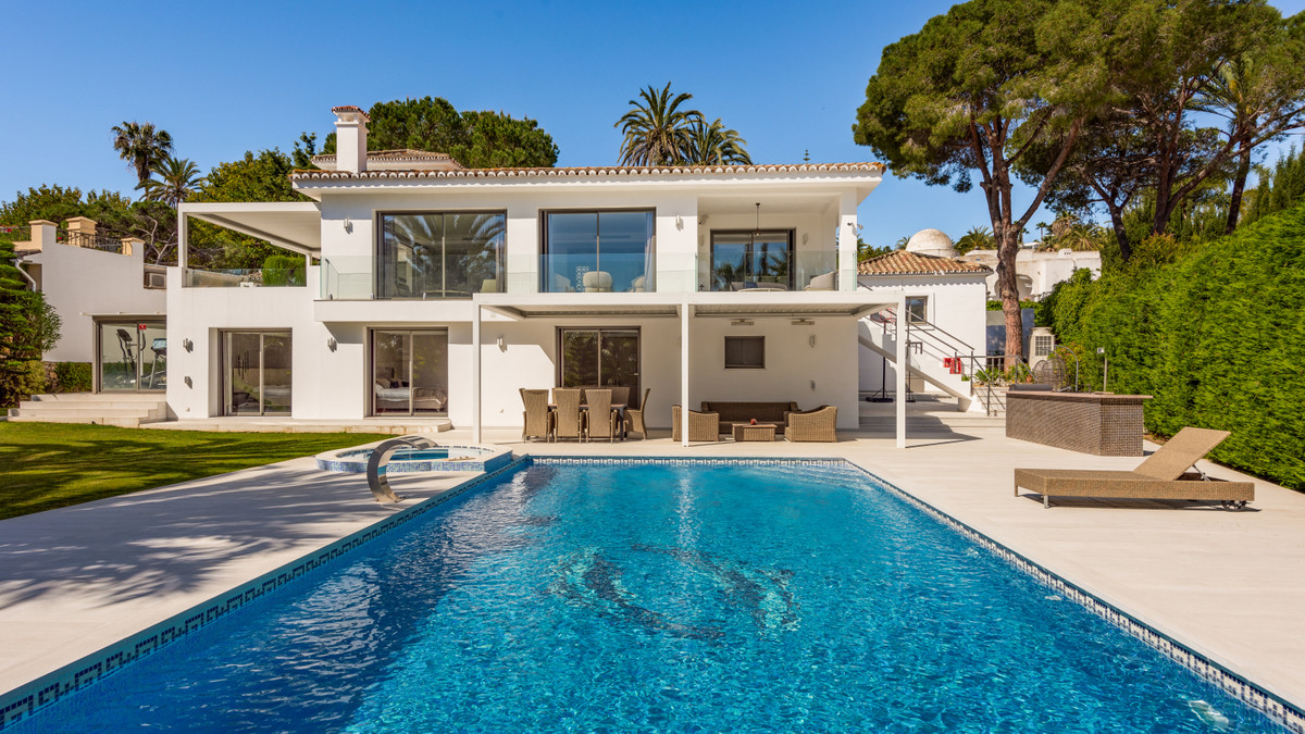 Villa situated in a central position of Las Brisas, within walking distance of shops and restaurants,Spain