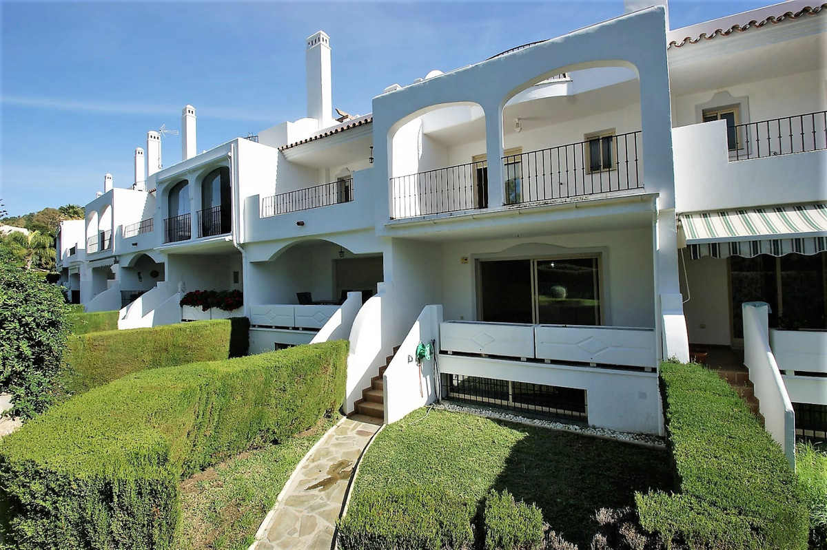 Townhouse for sale - close to  Los Naranjos  A substantial property close to Los Naranjos Golf Club,,Spain