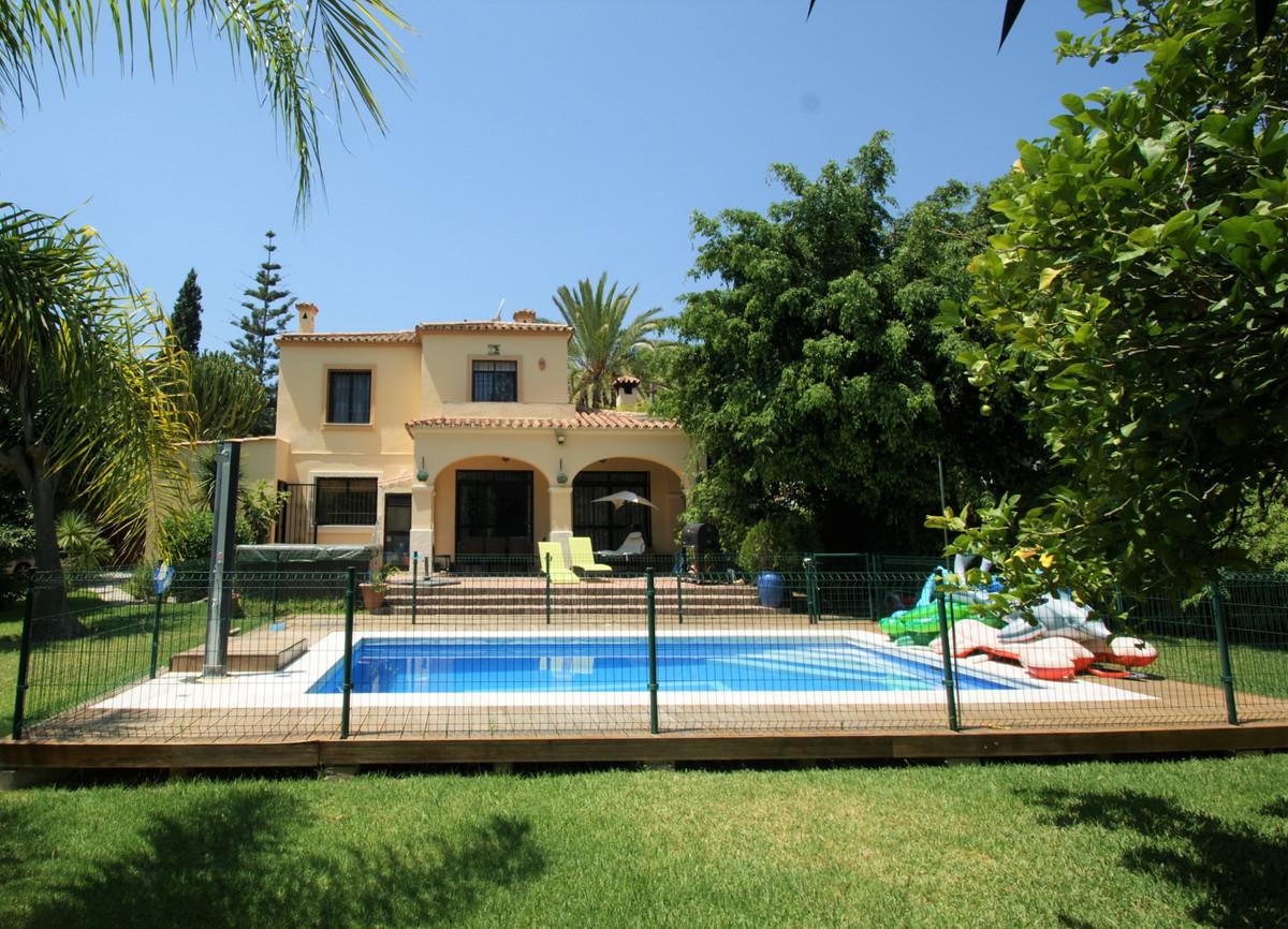Marbella Banus Villa – Chalet en Venta en Nueva Andalucía – R3690404