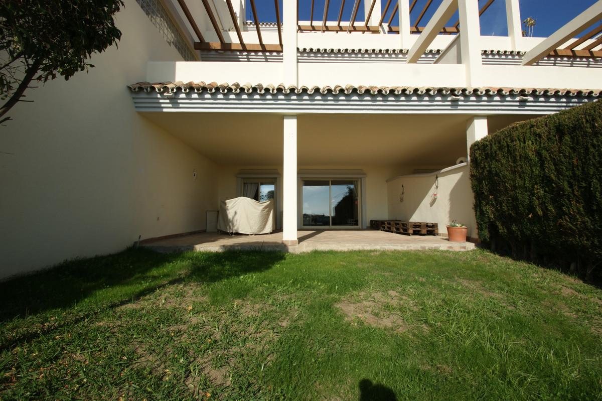 Apartamento Planta Media en Venta en Nueva Andalucía – R166969