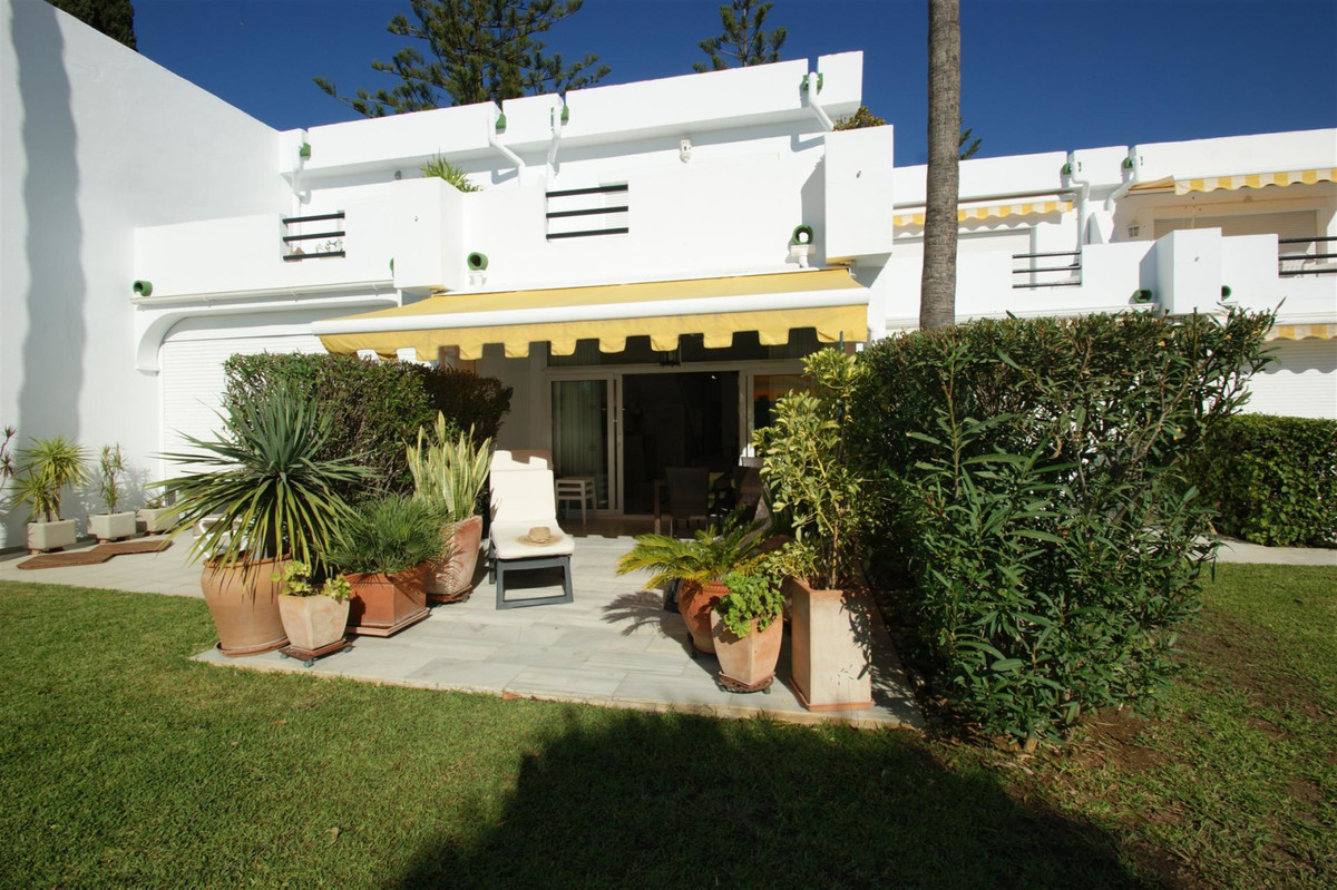 Beautifully presented townhouse in a small gated community overlooking Aloha Golf course's 13th, Spain
