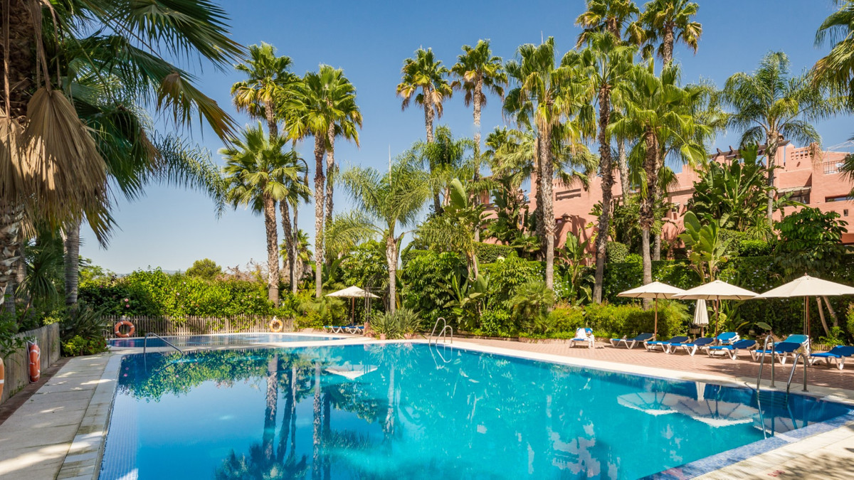 Marbella Banus Adosado en Venta en The Golden Mile – R2617772