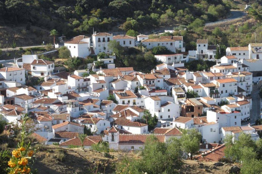 This is a charming 20 bedroom rural hotel situated in the centre of the picturesque Mediterranean vi, Spain